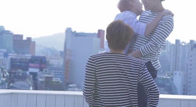 Su ôm Chun, trong khi Chun và Jae mặc áo cặp, khó hiểu (⊙︿⊙)